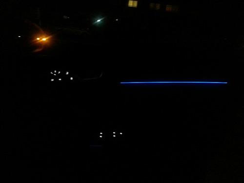 フロントドア内側のブルーのライト